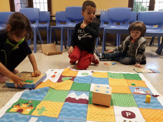Nens fent robòtica a Infantil amb el Cubetto