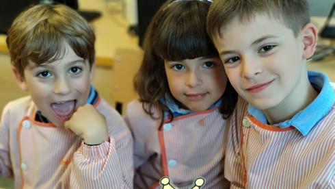 Nens fent robòtica amb el Dash a Badalonès Primària Cicle Inicial
