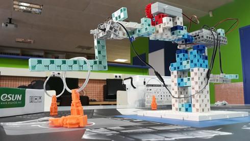 Robot Studuino a l'extraescolar de robòtica de Learnick a Escola Pia Calella