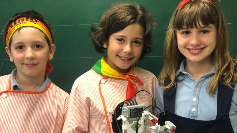 Nens fent robòtica amb el LEGO Mindstorms a Badalonès Primària Cicle Mitjà