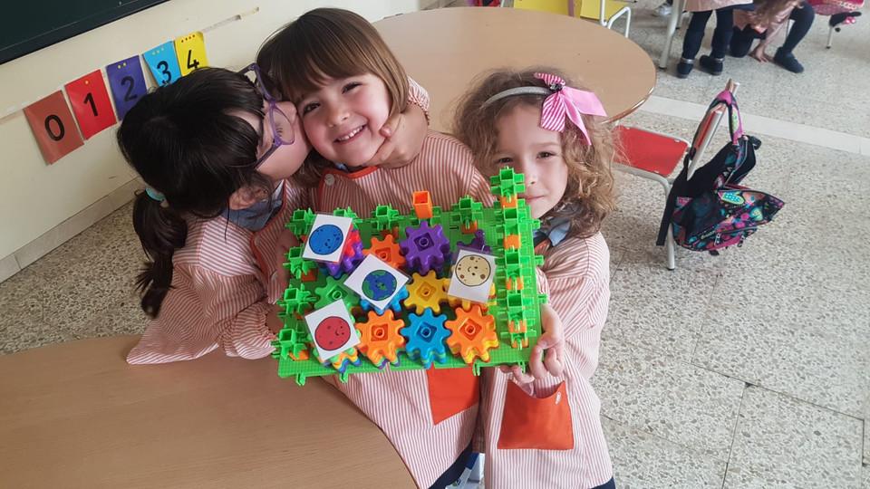 Nenes fent robòtica a Badalonès Infantil