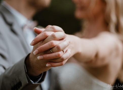 Marleen & Daniel: standesamtliche Hochzeit im Rathaus Bochum & Brautpaarshooting im Stadtpark