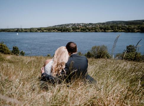 Nadine & Tobias: Standesamtliche Hochzeit in Hattingen, Brautpaar-Shooting am Kemnader-See