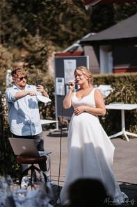Seraphina Überholz singt bei Hochzeit