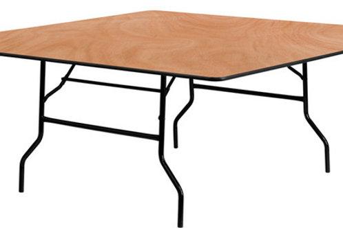 """שולחן עץ מרובע בגודל 150x150 ס""""מ להשכרה"""