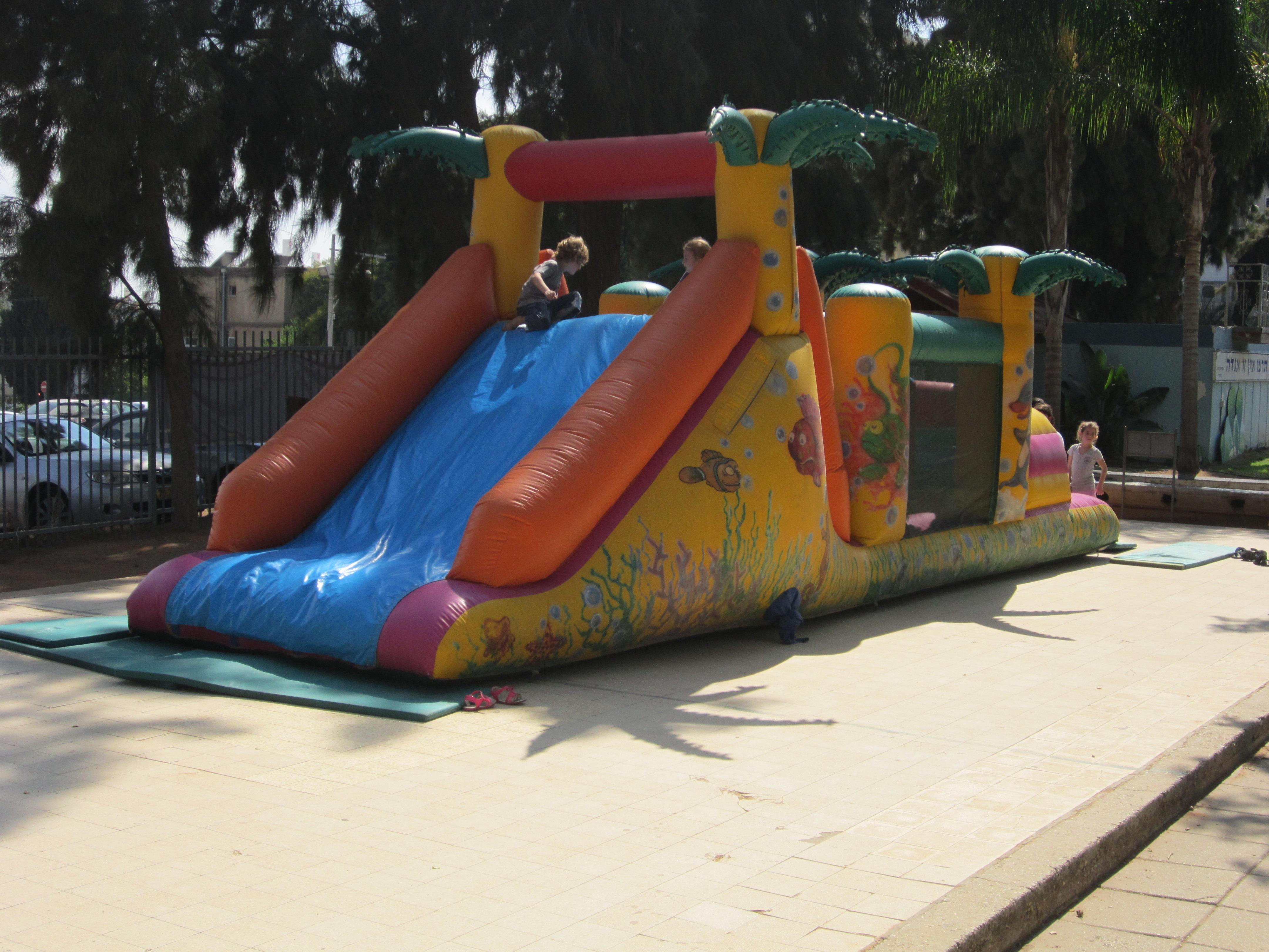 מתקנים מתנפחים לילדים