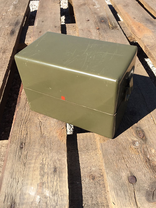 Krabička plechová s uzávěry