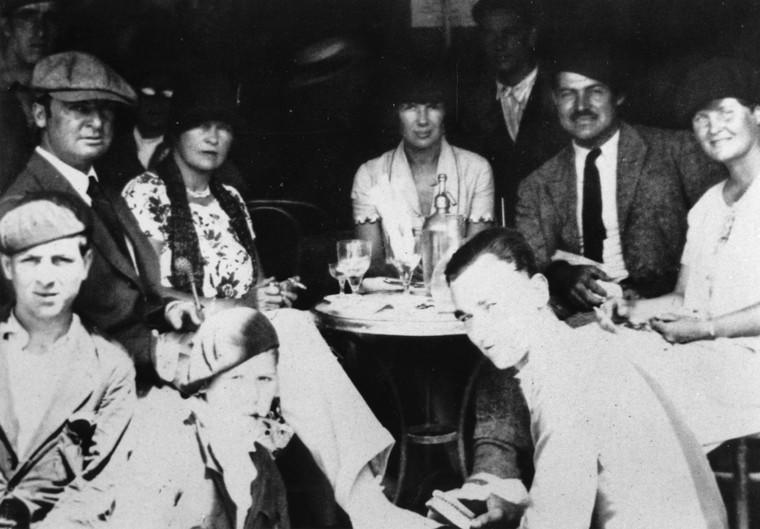 Hemingway ve arkadaşları Paris'te