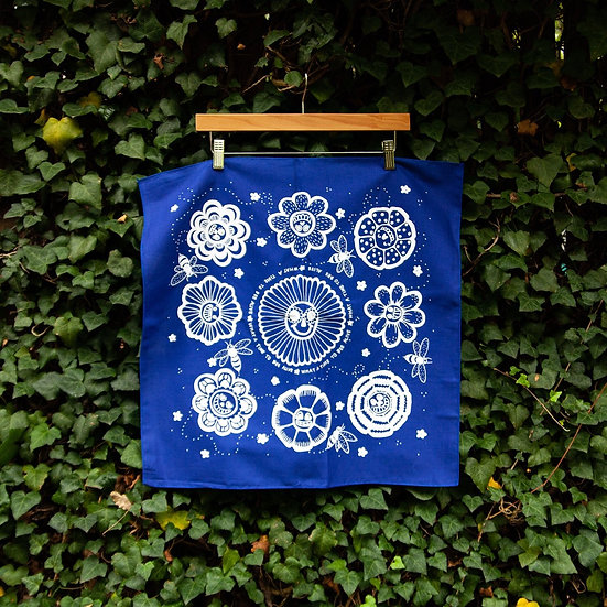 What a Time to Bee Alive Altar Cloth 塔羅布