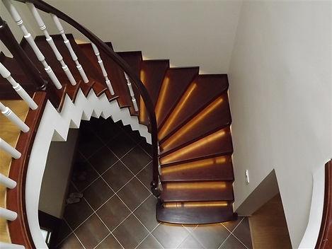 beton-uezeri-ahsap-merdiven-Y2qdw8.jpg
