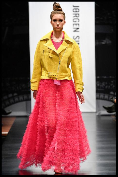 FotografHelle Moos. Haute Couture designer Jørgen Simonsen - HC A/H 2018-'19. Modeshow i Folkets hus i Struer