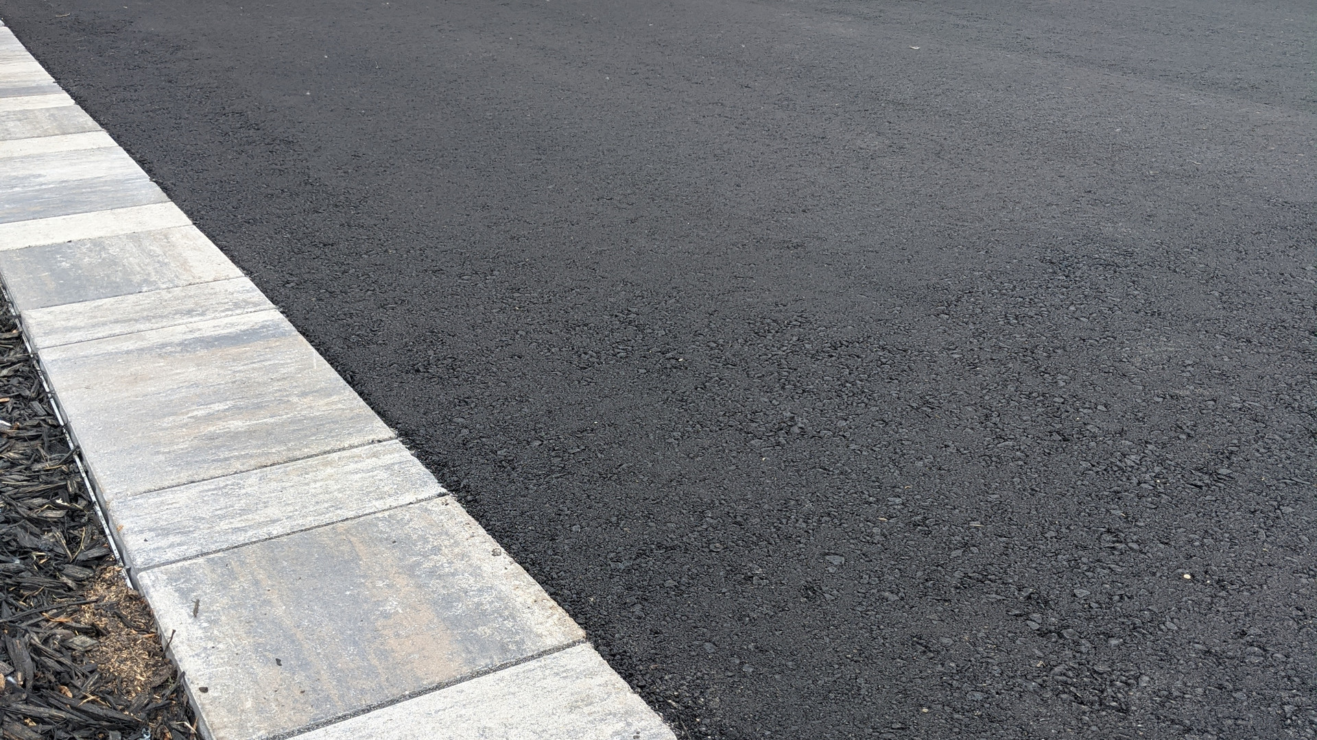 asphalt_paving_interlock_borders_2.jpg