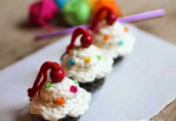 Crocheted Cupcakes- great for the waistline