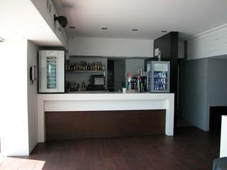 Acrylic Solid Surface. Mobiliario y materiales para recepción de hotel.