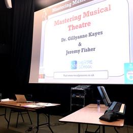 טיפים ומחשבות על שירת מחזות זמר בעקבות סדנה של ג'יליאן קייס וג'רמי פישר