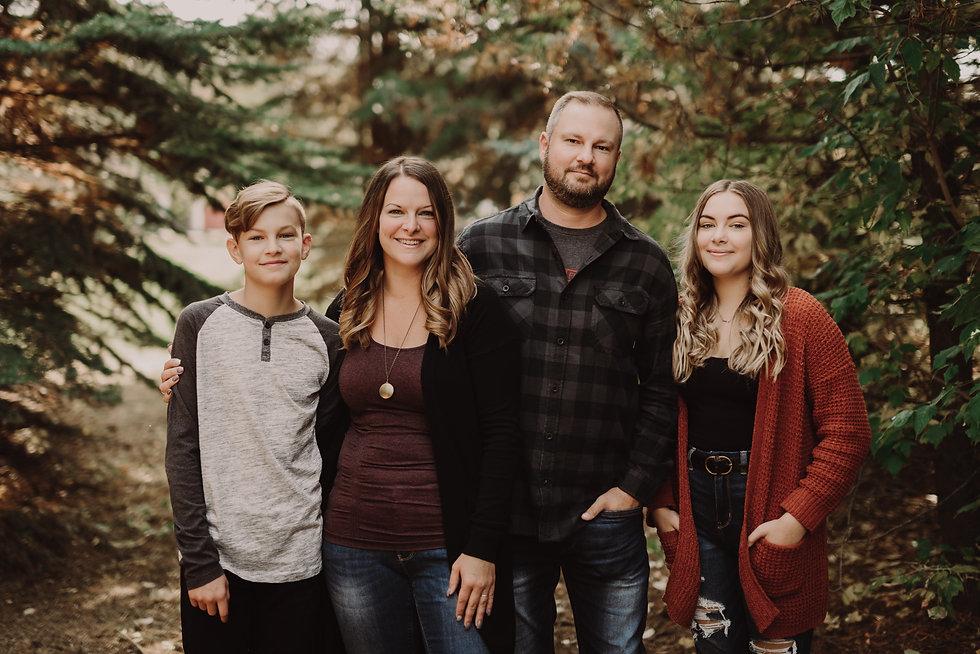 FAMILY HORIZONTAL.jpg