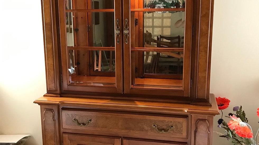 """Fine Georgian Revival American Pecan Wood """"Gainsborough""""Display Cocktail Cabinet"""