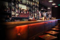 Comptoir et arrière bar