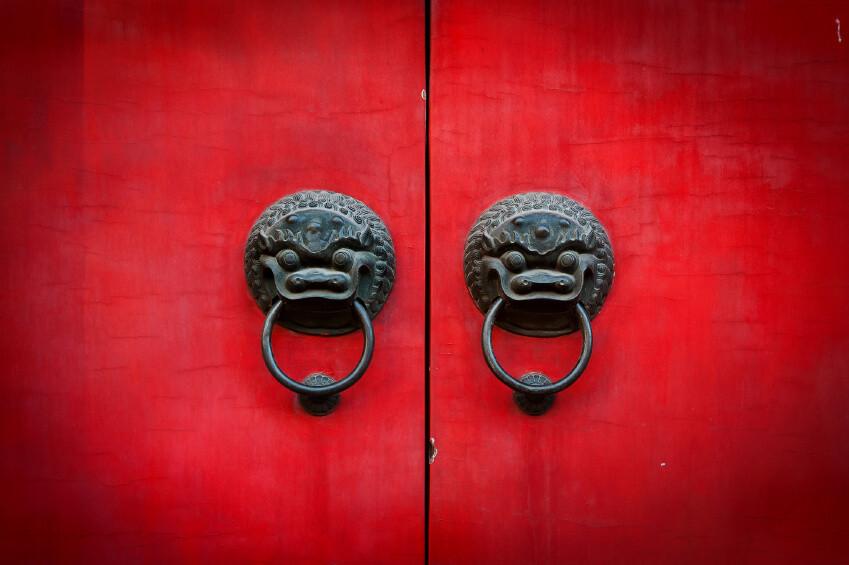 דלת אדומה מוטיבים סיניים