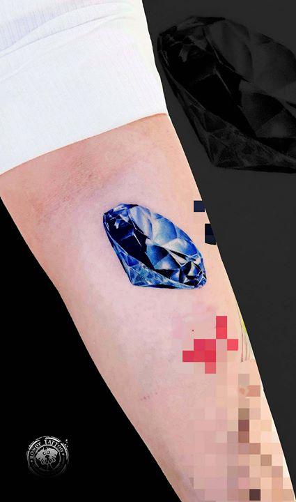 diamant tattoo réaliste #diamanttattoo #bijoux  #bishoprotary #worldfamousink #tatouagerennes #tatou