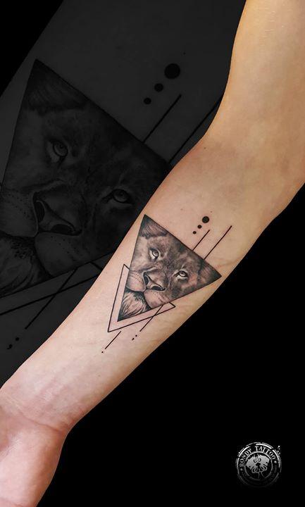 Lion tattoo www.rondytattoo
