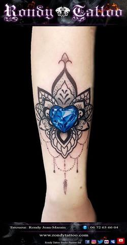 #mandala #diamant #tatouagerennes #tatoueur #artistetatouer #tattooartist #tatoueurrennes #ink #inke