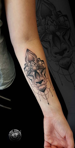 lion mandala #tattoo #tatouagerennes #tatoueur #photo #artistetatouer #diamant #photographer #tattoo