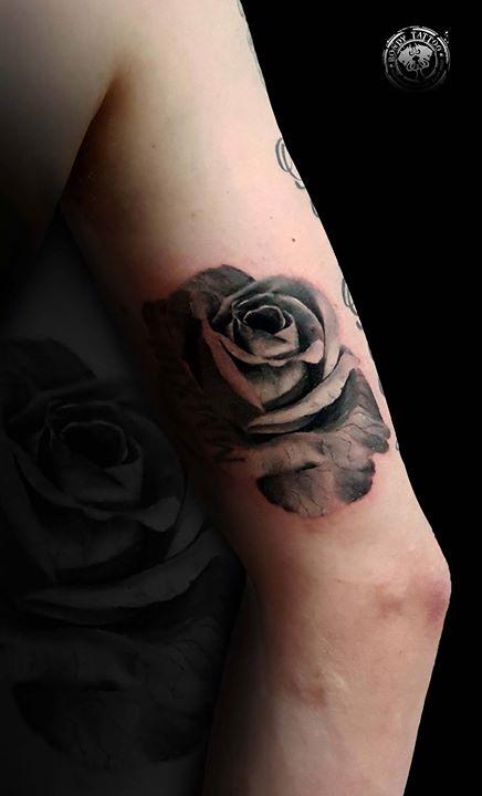 #rosetattoo #tattoo #bishoprotary #worldfamousink #tatouagerennes #tatoueur #photo #artistetatouer #