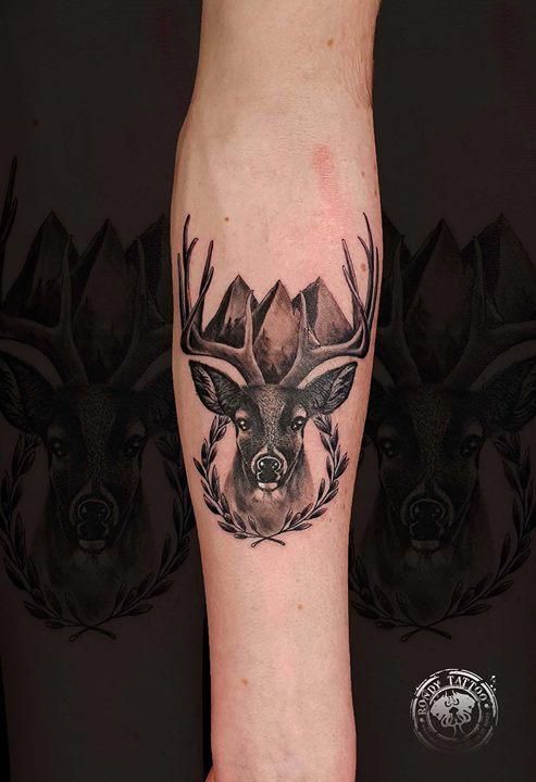 Deer  #tattoo #bishoprotary #worldfamousink #tatouagerennes #tatoueur #photo #tattooartist #tatoueur