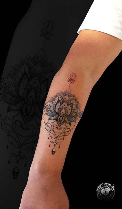 #mandalatattoo #bishoprotary #worldfamousink #tatouagerennes #tatoueur #photo #artistetatouer #photo