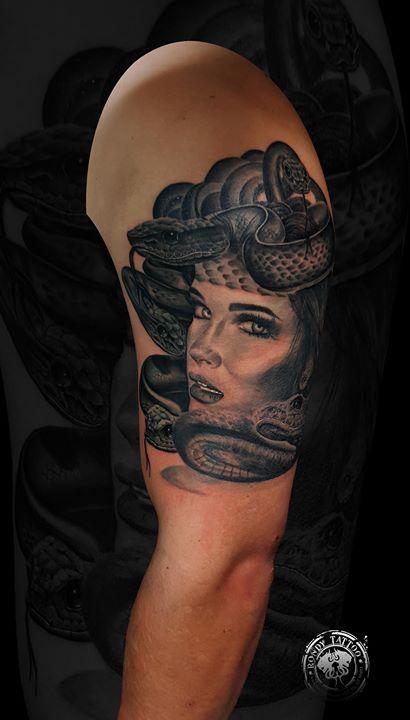 La méduse #tattoo #tatouagerennes #tatoueur #photo #artistetatouer #photographer #tattooartist #tato