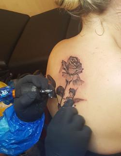 Convention Internationale de Tatouage Bretagne _ Corsair Tattoo Ink #rosetattoo #fee #tatouage #réal