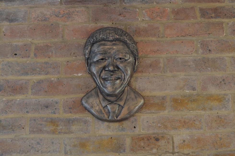 Nelson Mandela bronze wall light
