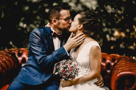 Hochzeitfotograf rote Couch