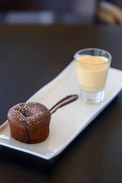 Restaurant - Melting chocolate cake