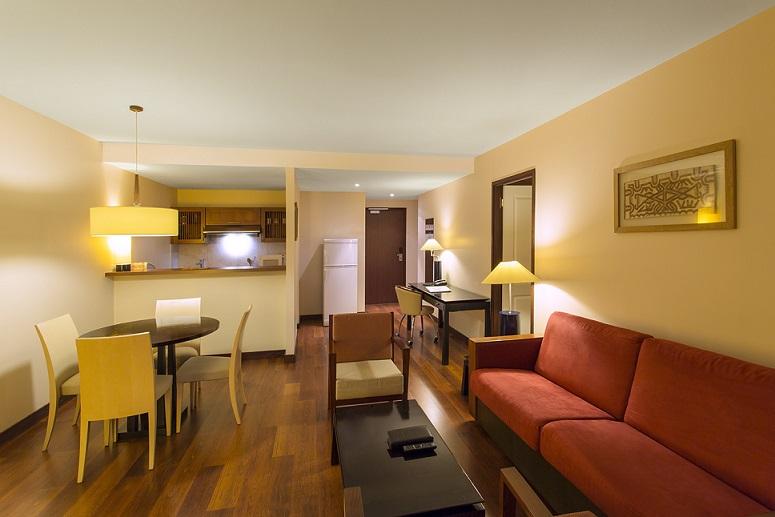 One bedroom apartment - Lounge area - Ramada Plaza