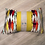 Thumbnail: Coussin de décoration GRAND ITALIANO en velours multicolore passepoilé j