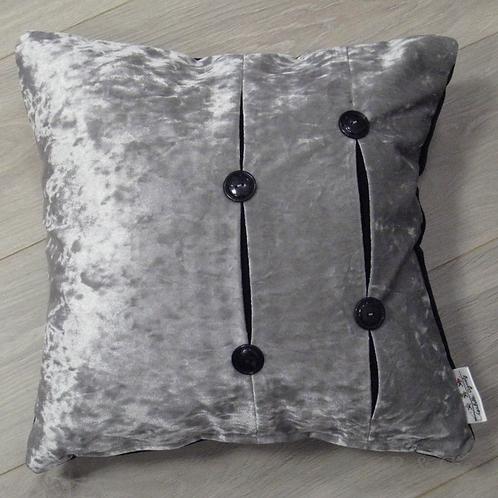 Coussin de décoration VELOURS D'ARGENT en velours gris et noir boutonné