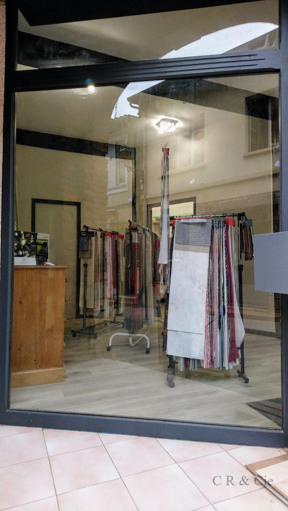 vitrine de CR&Cie avec collections tissus DN RICAMO