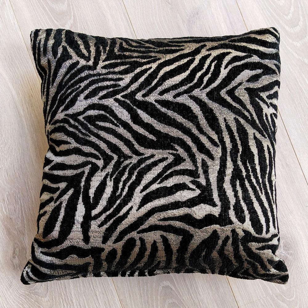 Coussin Tigre noir et argent - carré 45x45