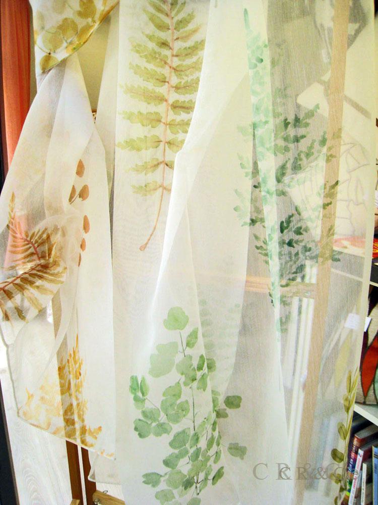 Voilages aux motifs forestiers aquarellés vert ou brun