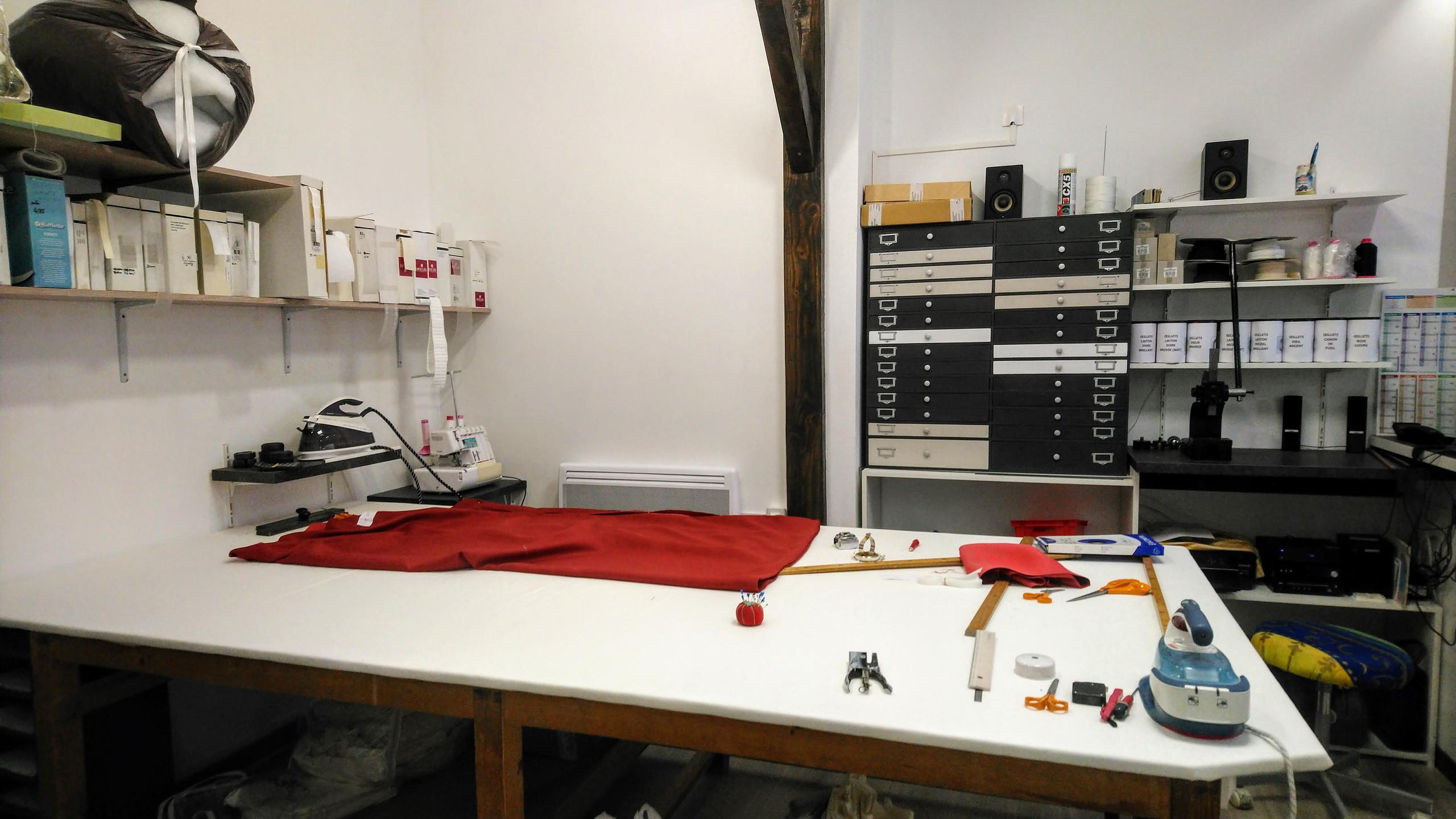 L'atelier de COUSSIN RIDEAU & Cie - les premières confections dans l'atelier à Muret