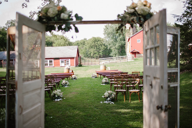 the barn at wagon wheel farm southeastern wisconsin wedding venue