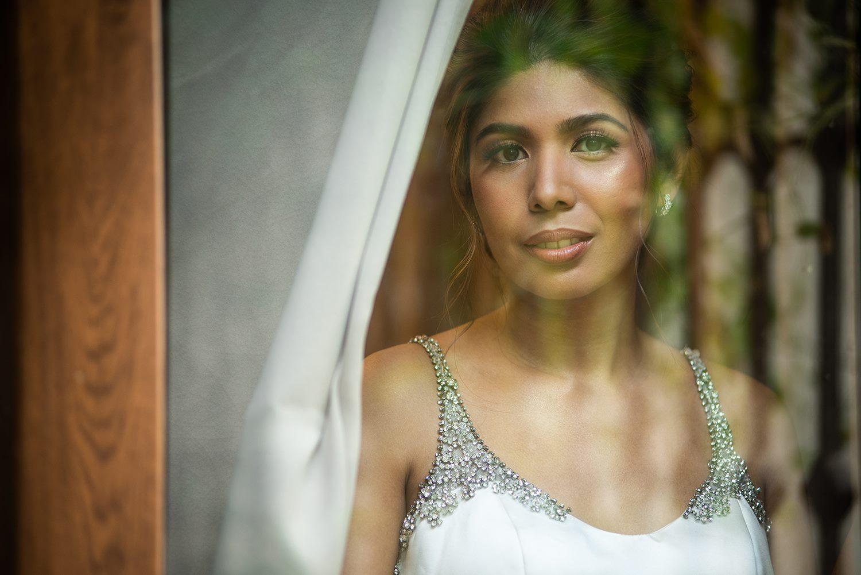 Bride: Erika Dizon - Batty Photo: Liz Rañola Hair: Carlo Umipig