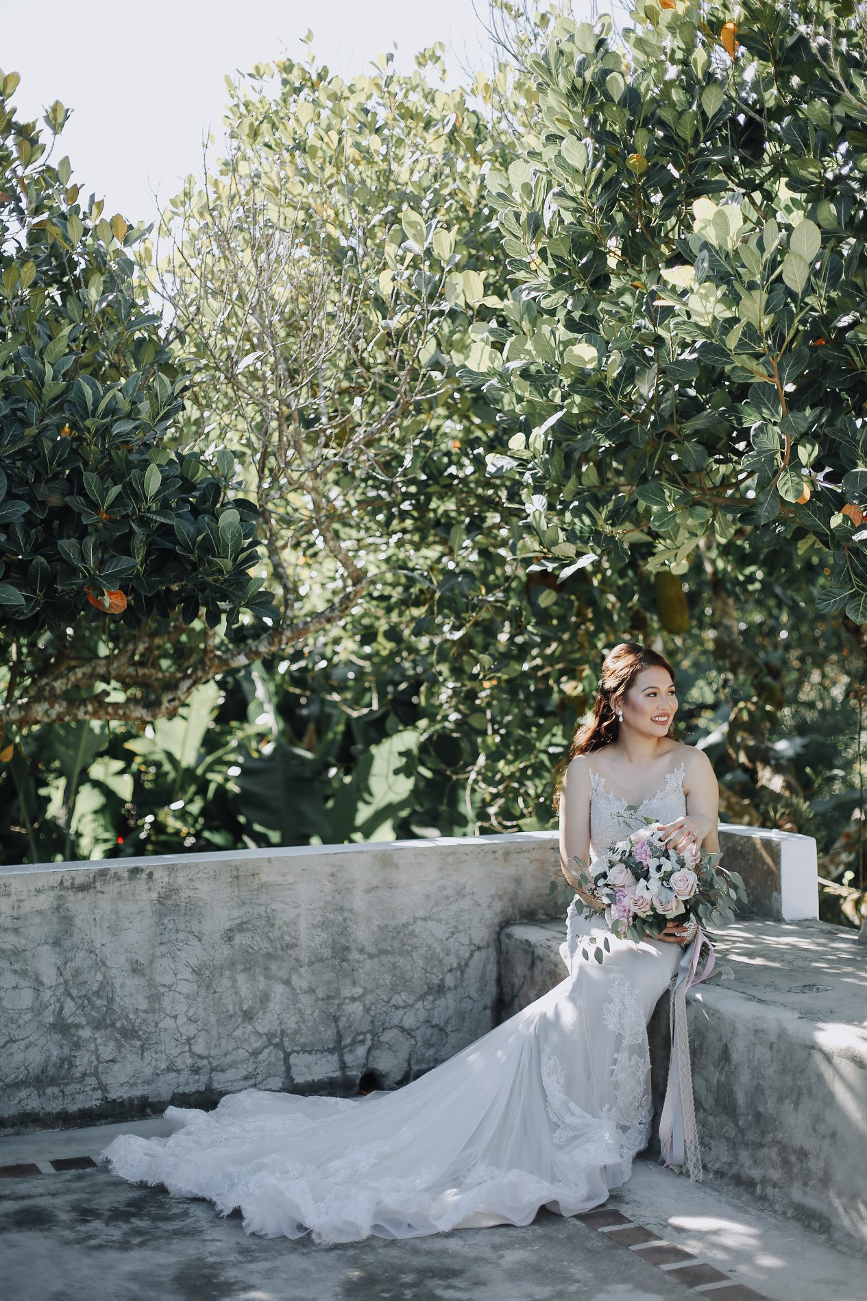 Photographer: Sun Kissed Stories Hairstylist: Carlo Umipig Bride: Elspeth Galapon