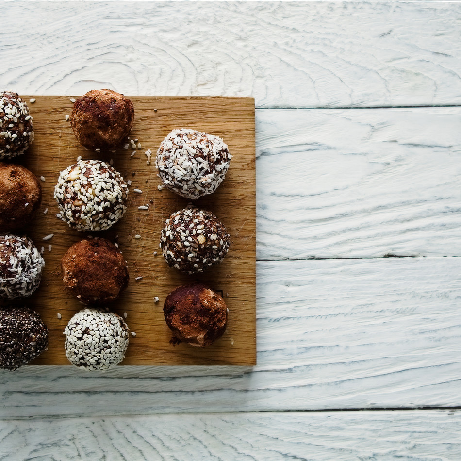 Healthy raw energy balls with cocoa, coc
