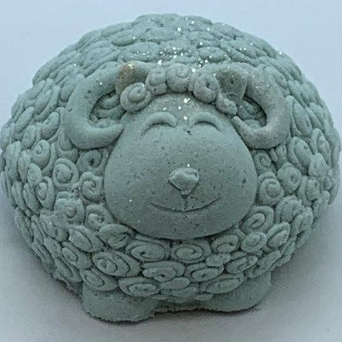 Eucalyptus & Spearmint 6 oz Sheep Bath Bomb Fizzie