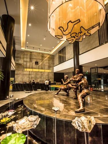 Upgrade Hotel Lobby