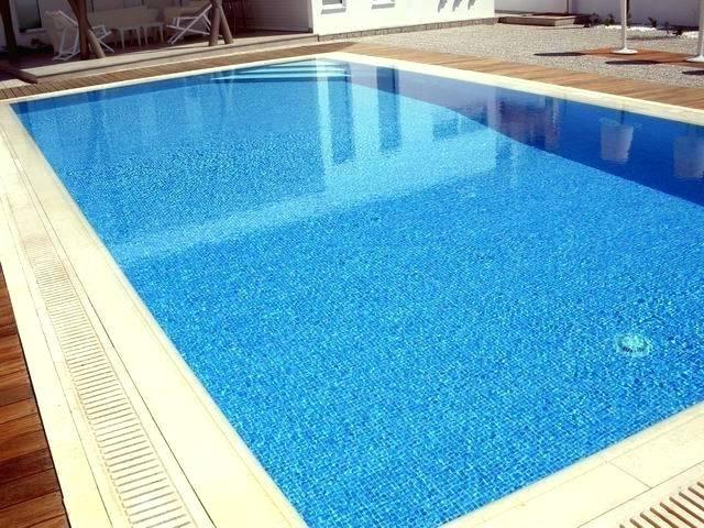 pool-overflows-overflow-swimming-pool-de