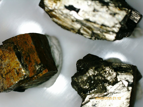 Pyrite (cubes)  / St-Adrien-d'Irlande